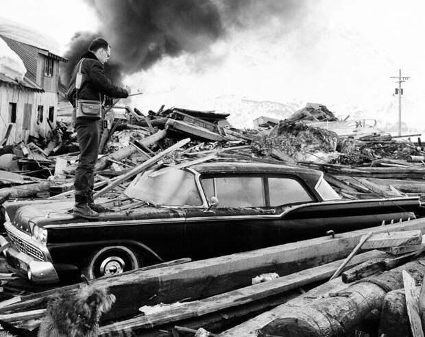 Фотограф снимает последствия Великого Аляскинского землетрясения, 1964 год. история, ретро, фото, это интересно