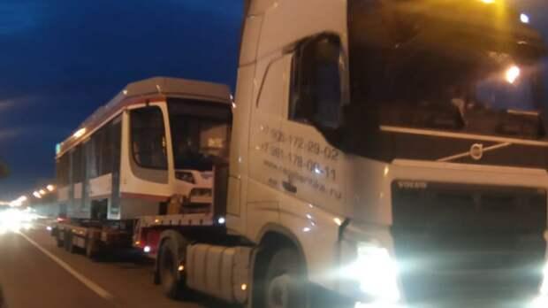 В Краснодар доставили еще два новых трамвая