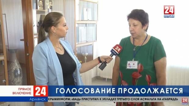 В Армянске на избирательные участки приходят целыми семьями