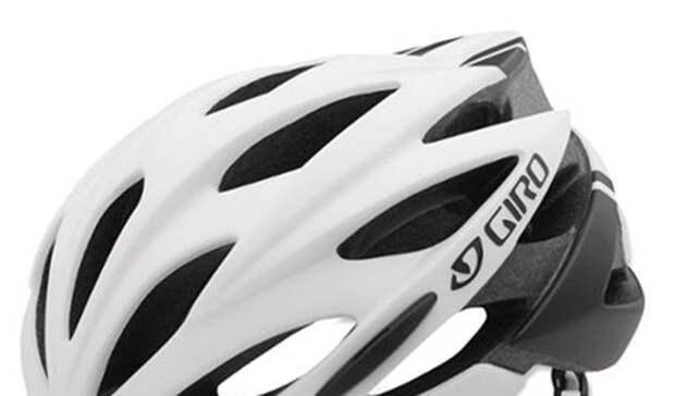 Шлем Giro Savant MIPS Bike HelmetСтоимость: 7 345 рублей Раскатывать по улицам мегаполиса без шлема — довольно рискованное мероприятие. Вы можете быть феноменальным велосипедистом, но несчастные случаи происходят даже с профессиональными гонщиками.