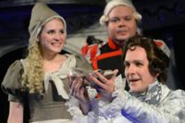 Сцена из благотворительного спектакля «Золушка» режиссера Виталия Иванова в Малом театре.