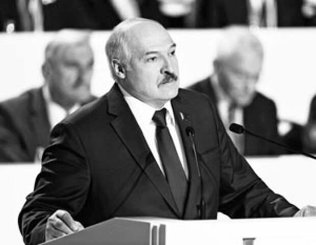 Лукашенко «перевоспитал» белорусов в любви к России