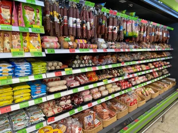 Сегодня в Беларуси килограмм курицы стоит примерно 120 российских рублей в пересчёте.