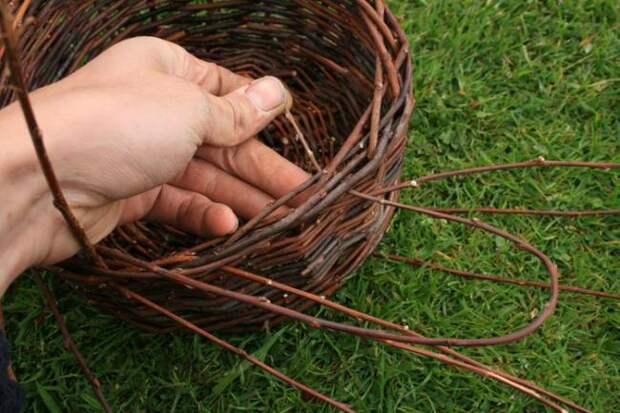 Корзина из ивовых прутьев