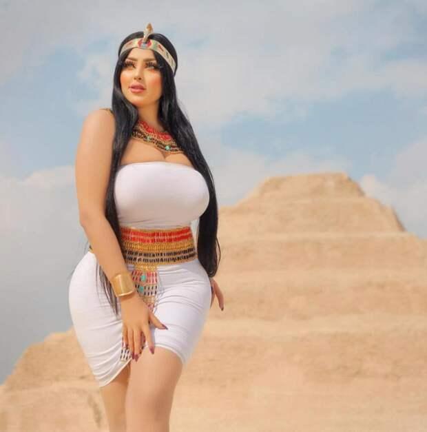 ВЕгипте арестовали фотографа имодель заоткровенные съемки возле пирамид