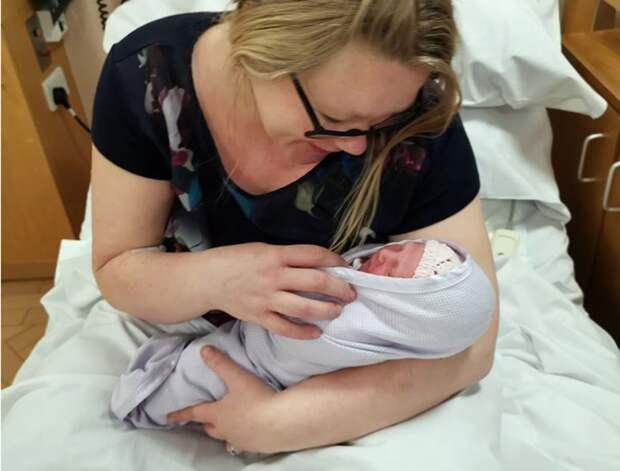 Не подозревающая о беременности медсестра родила дочь после тяжелой смены