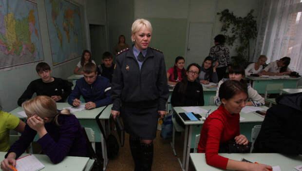 Работа инспектора по делам несовершеннолетних Светланы Забиняк. Архивное фото