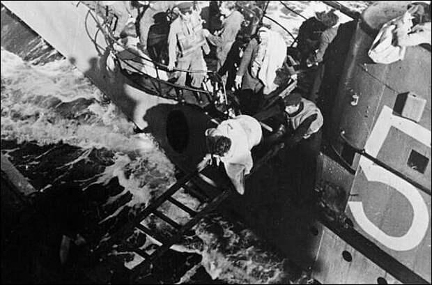 Как две британские подлодки сдались немцам. Одного командира после войны судили, другого - нет