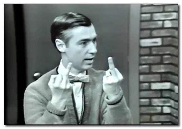 Вот откуда взялась традиция показывать средний палец, когда кого-то посылаешь