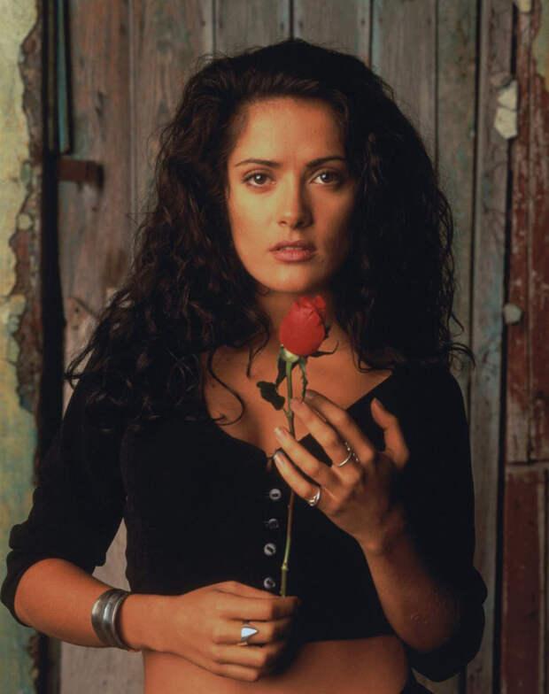 Сальма Хайек (Salma Hayek) и Антонио Бандерас (Antonio Banderas) в фотосессии для фильма «Отчаянный» (Desperado) (1995), фотография 6
