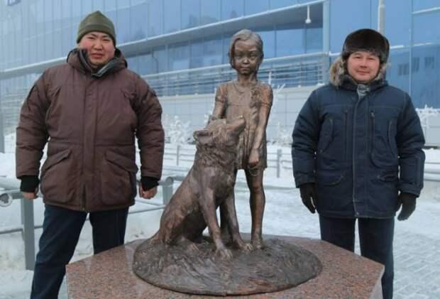 Памятник девочке Карине и ее собаке появился в Якутске