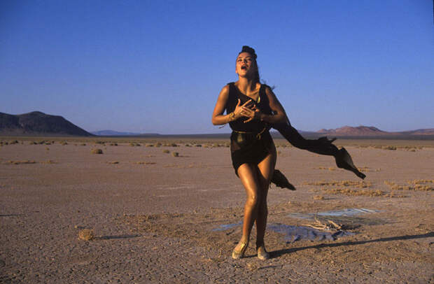 Кэтрин Зета-Джонс (Catherine Zeta-Jones) в фотосессии Рона Вулфсона (Ron Wolfson) на съемках клипа For All Time (май 1992), фото 11