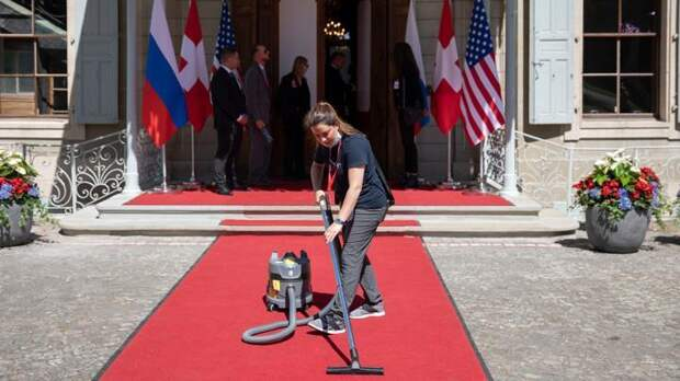 Красноречивые детали саммита Путина – Байдена: кортеж со скорой, ковры и Peace of cake