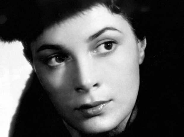 Не родись красивой:  Как Элина Быстрицкая поплатилась за яркую внешность и прямолинейный характер
