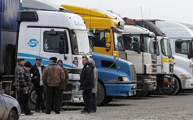 Власти решили снизить дорожный сбор с большегрузов в 2,5 раза