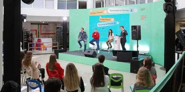 Молодежь пообщалась с представителями департаментов на площадке проекта «Интерн пикник»