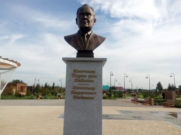 В родном селе Шаймиева появился памятник первому президенту Татарстана