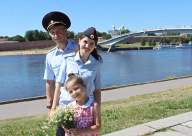 В преддверии Дня семьи, любви и верности свою историю рассказали супруги-полицейские Гавриловы из Новгородской области