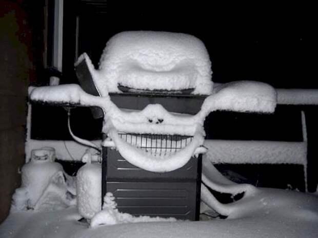7. А этому грилю-барбекю снег нипочем. У него есть очки, он крут бытовая техника, ты упоротый что ли, юмор