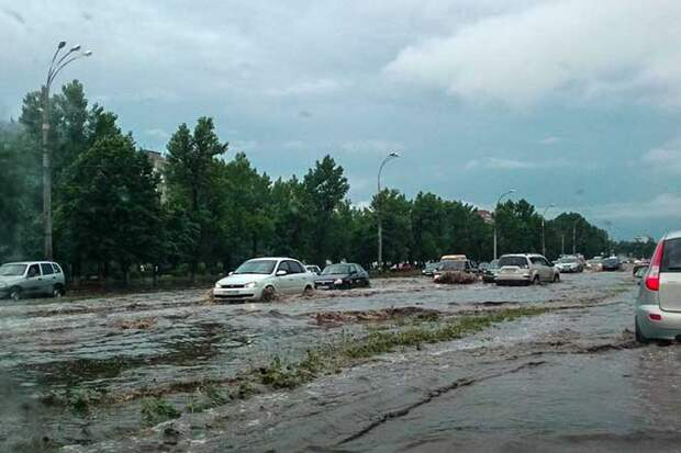 01-07-2015-zatopilo-dozhd-grad-groza-molniia-35