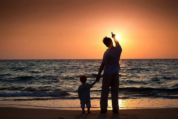 «Отцы, не покидайте сыновей!»: стихотворение Дементьева об отцах и детях