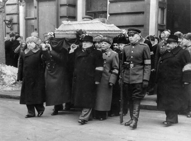 Какая трагедия случилась во время похорон Сталина