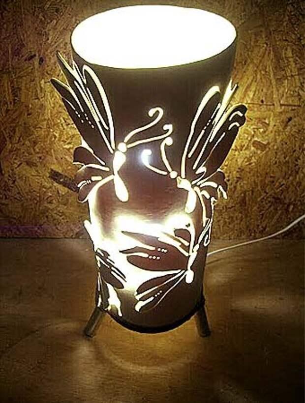 объемный светильник Стрекоза можно сделать самому из обычной трубы