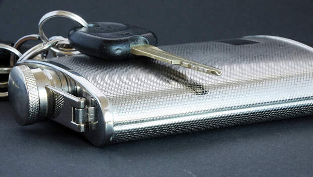Ключи на фляжке