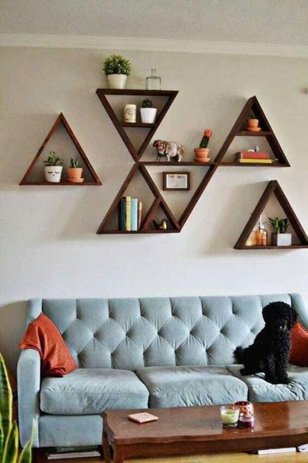 Деревянные полки — уютный элемент декора с продуманной функциональностью
