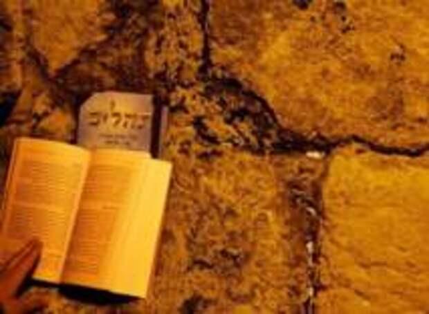 Стену Плача в Иерусалиме продезинфицировали