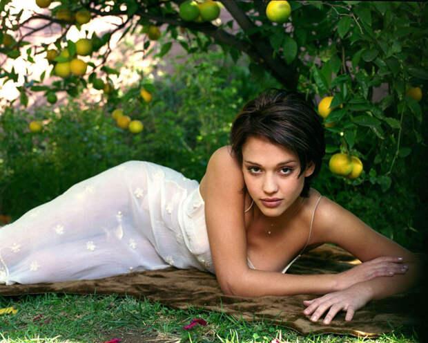 Джессика Альба (Jessica Alba) в фотосессии Патрисии де ла Роса (Patricia de la Rosa) для журнала Maxim (1999), фото 1