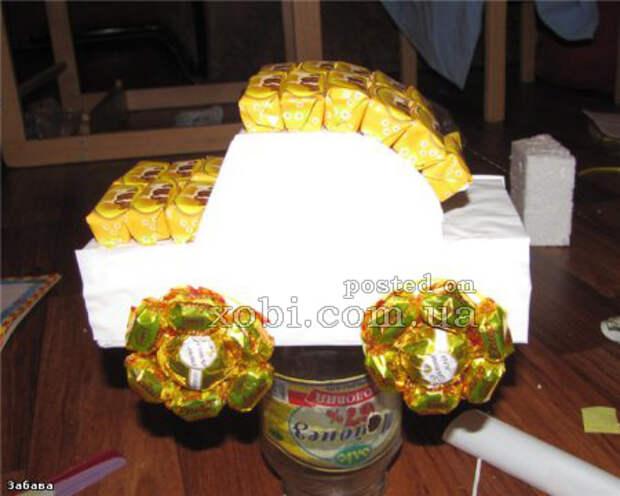 подарок для ребенка - машинка из конфет