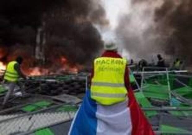 «Желтые жилеты» за отставку Макрона