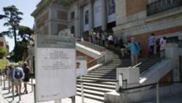 Из музея Прадо вывели голую парочку