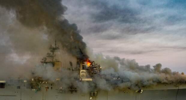 Пожар на гигантском корабле ВМС США – это символ медленно, но неотвратимо идущих процессов упадка
