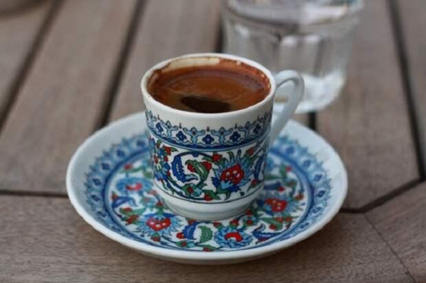 Кофе с чесноком и медом, Турция. «Секрет старого мавра» - чеснок, кофе и мед создают неповторимый аромат и вкус.