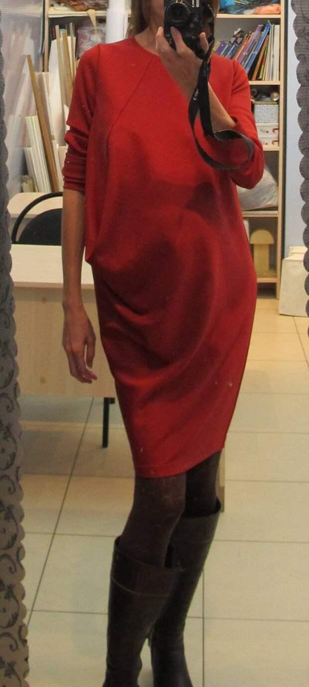 Платье О-силуэта с одной вытачкой