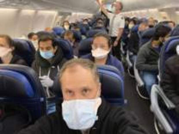 Как защитить себя от заражения коронавирусом во время авиаперелёта