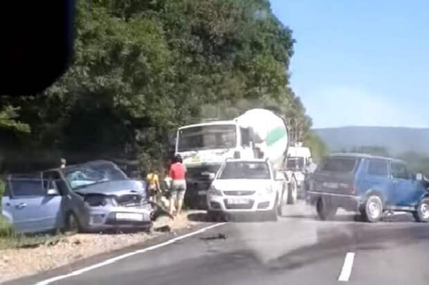 В массовом ДТП на Кубани пострадали четыре человека