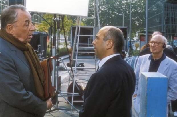 """Филипп Нуаре, Жерар Жюньо и Жерар Ури на съемках фильма """"Привидения в пути"""", 1995 год"""