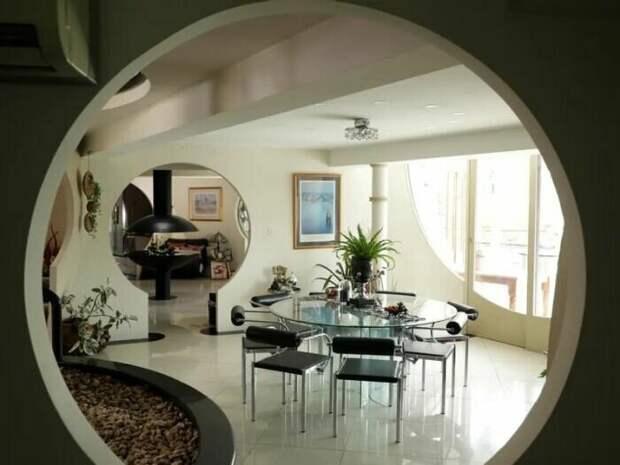 Все дверные проемы круглые и по сути это арки. /Фото:realestate.com.au