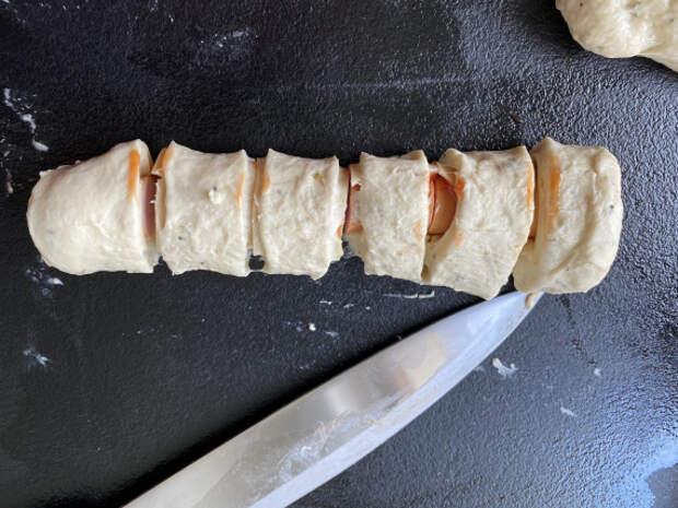 Сосиски в тесте с сыром в духовке