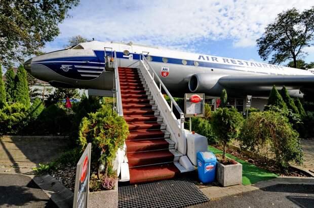 Самолет-ресторан Ту-104 в Петровице. Трап