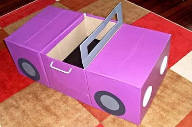 Комфортабельный детский автомобиль из картона.