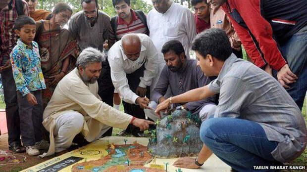 Сейчас благодаря Сингху вода вернулась в поселения в 11 штатах Индии.
