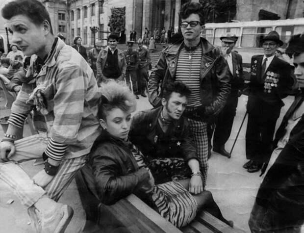 В преддверие 90-ых: Неформалы в СССР