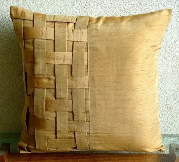 Необычная подушка с плетением