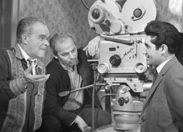 Кинорежиссер Марк Донской (слева)
