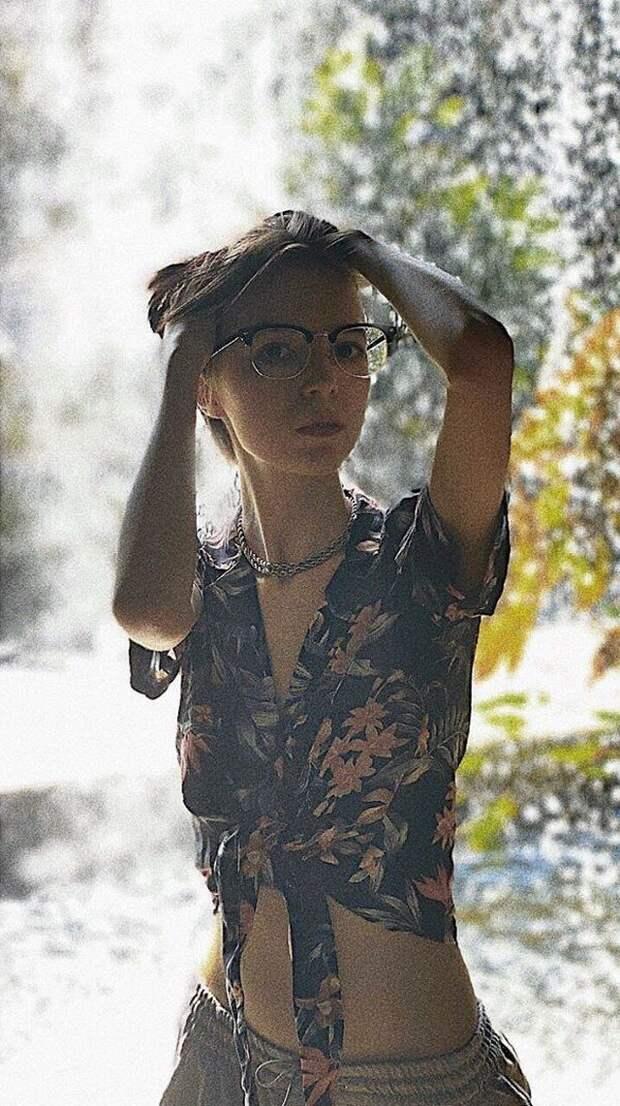 19-летняя Анна-Мария, дочь Михаила Ефремова, хочет стать опекуном сильно пьющей матери