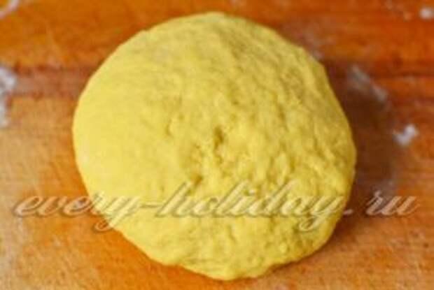 вымешиваем мягкое тесто